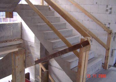 Stahlbetontreppe mit Zwischenpodesten Massive Ausführung Ortbeton im Bestand